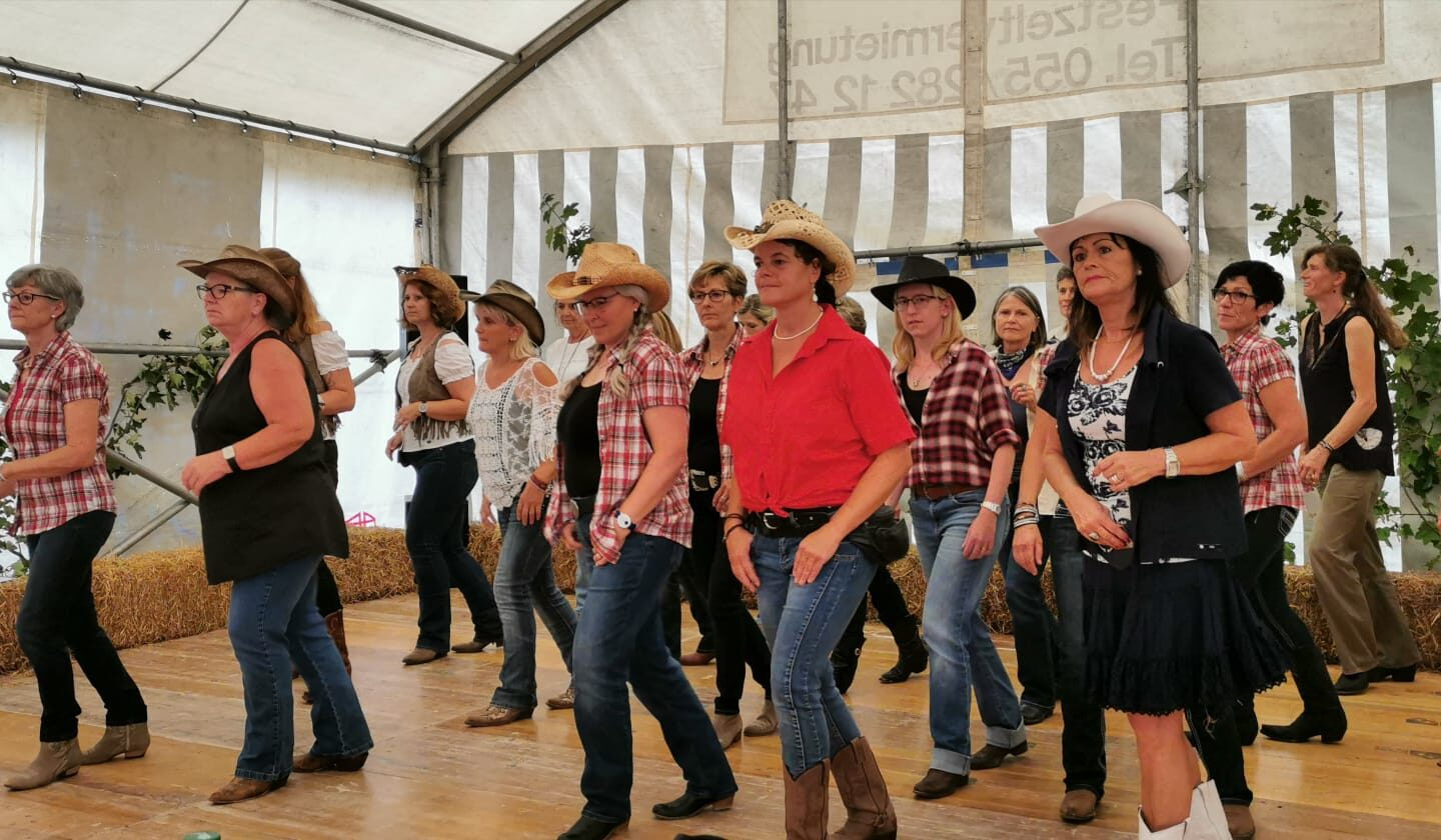 Line Dance on the Mountain im Rittmarren